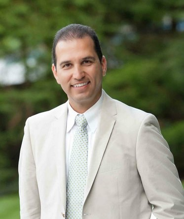 Dr. Joe Bastadjian is a Prosthodontist and Implant specialist practicing in NYC